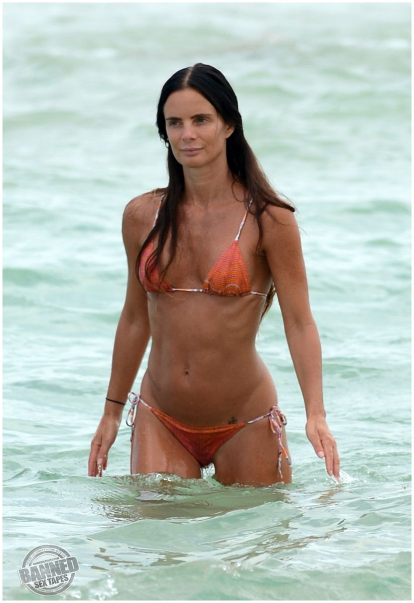 Gabrielle Anwar absolutely naked at ...